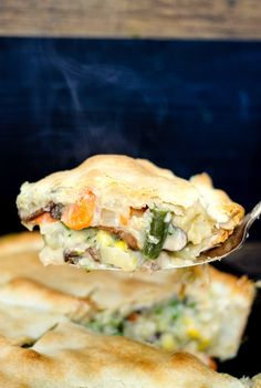 30 Minute Loaded Vegetable Pot Pie comes together super quickly and is majorly delicious! Packed full of healthy veggies, it's sure to comfort you this winter! Holiday Recipes, Dinner Recipes, Yummy Recipes, Dinner Ideas, Yummy Eats, Yummy Food, Vegetarian Recipes, Cooking Recipes, Veggie Recipes