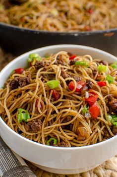 Slimming Eats Syn Free Chilli Beef Noodles - gluten free, dairy free, slimming world and weight watchers friendly Asian Recipes, Beef Recipes, Cooking Recipes, Ethnic Recipes, Recipies, Chinese Recipes, Noodle Recipes, Easy Recipes, Quorn Recipes