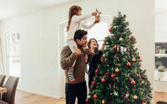 Príbehy o pôvode vianočných tradícií, ktoré vás určite prekvapia! - Akčné ženy Xmas Tree Toppers, Christmas Tree Star Topper, Real Christmas Tree, Star Tree Topper, Christmas Tree Decorations, Yule Wicca, Christmas Tree Delivery, Origin Of Christmas, Picture Tree