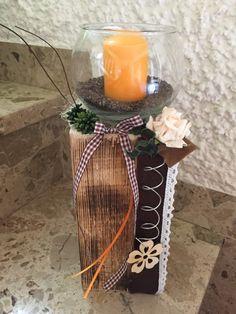 Windlicht mit Kerze auf Holzblock, orange