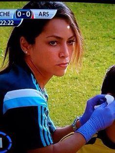Hot topic Eva Carneiro: 5 brilliant photos of Chelsea doctor where she belongs Chelsea Fc, Chelsea Girls, Chelsea Football, Football Soccer, Best Club, Love Affair, Hot Topic, I Am Awesome, Blues
