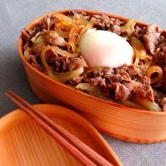 リッチな味わい、温玉のせ牛丼 Gyu don bento