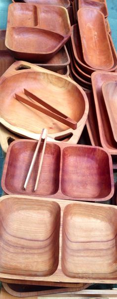 Wood plate wear reminds me of my grandmother. So pretty! Chile, Wood Burning Art, Wooden Kitchen, Dinnerware, Fiber, Objects, Woodworking, Plates, Natural