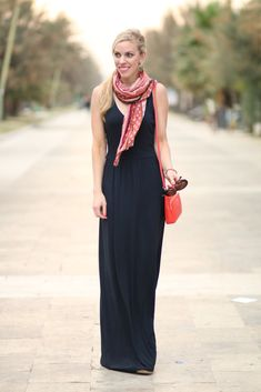 Dinner in Pescara: LOFT navy maxi dress, orange and pink summer scarf, Furla orange bag, navy maxi dress outfit
