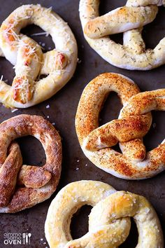 Homemade Soft Pretzels: classic w/ sea salt, cinnamon sugar, Parmesan, Italian garlic & Cajun Homemade Soft Pretzels, Pretzels Recipe, Cinnamon Pretzels, Cookies Et Biscuits, I Love Food, So Little Time, Food To Make, Delish, The Best