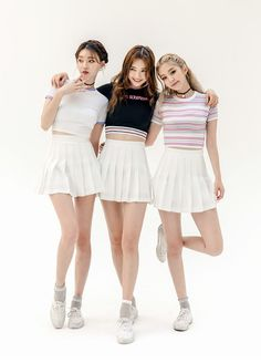 Striped Band Hem Cropped Top - I know you wanna kiss me. Thank you for visiting CHUU. Ulzzang Fashion, Ulzzang Girl, Asian Fashion, Fashion Poses, Skirt Fashion, Fashion Outfits, Korean Girl, Asian Girl, Matching Outfits