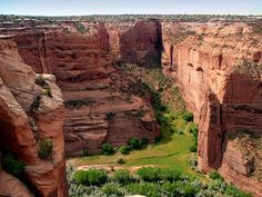 Canyon de Chelly National Monument lies within the Navajo Nation, some of whose people live and farm in the canyon. Description from china.org.cn. I searched for this on bing.com/images
