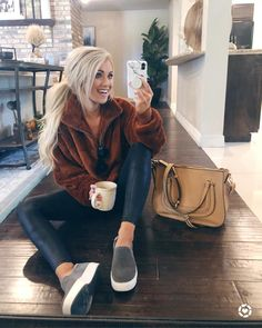 Cozy and comfy casual weekend outfit. Look Fashion, Fashion Outfits, Womens Fashion, Fashion Tips, Fashion Trends, Fall Fashion, Ladies Fashion, Fashion Videos, Fashion Websites