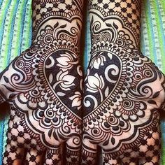 New and latest bridal mehndi designs images for hands and legs. A beautiful selection of Indian, Pakistani and Arabic bridal Mehndi Designs for inspiration. Rajasthani Mehndi Designs, Mehandi Designs, Henna Tattoo Designs Arm, Latest Bridal Mehndi Designs, Mehndi Design Images, Mehndi Designs For Hands, Mehndi Tattoo, Henna Tattoos, Henna Tattoo Muster