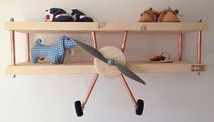 kinderkamer blank hout vliegtuig wandplank voorkant - devliegenier.nl