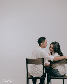 Gentle, warm & simple pre- wedding photoshoot ideas / pose for you to steal by yours truly, CĀHA STUDIO Details & Booking ; Pre Wedding Poses, Pre Wedding Shoot Ideas, Pre Wedding Photoshoot, Wedding Couples, Prewedding Photoshoot Ideas, Drink Bar, Foto Wedding, Couple Photography Poses, Product Catalogue