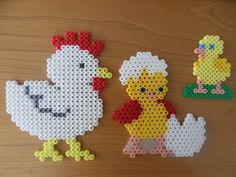 poule et poussin Melty Bead Patterns, Bead Embroidery Patterns, Hama Beads Patterns, Beading Patterns, Perler Beads, Fuse Beads, Hama Bead Boards, Art Perle, Melting Beads