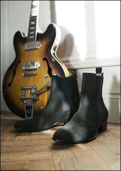 Cuban heel chelsea boots in black suede