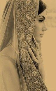 Decorative veils to frame beautiful faces