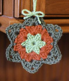 FREE PATTERN ~                                                                      Granny Star Pattern - Petals to Picots