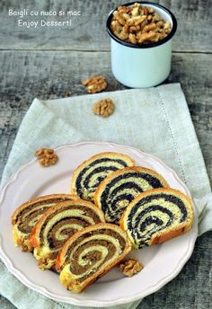 Hungarian Braided Bread with Walnuts and Poppy Seeds My Recipes, Cake Recipes, Dessert Recipes, Cooking Recipes, Romanian Desserts, Romanian Food, Strudel, Braided Bread, Oreo Dessert