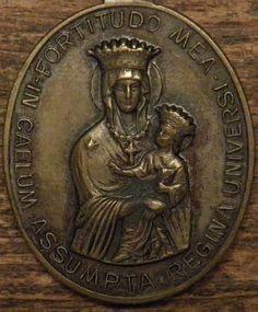 Antique bronze religious medal pendant Queen assumed all, if my strength; Catholic Medals, Small Words, Bronze Sculpture, Badge, Coins, Buy And Sell, Antiques, Metal, Artist