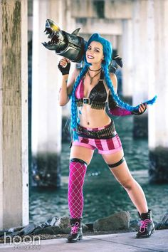 Character: Jinx (The Loose Cannon) / From: Riot Games 'League of Legends' / Cosplayer: Shiiva Cosplay (aka Izzybella4) / Photo: Hoon Photography