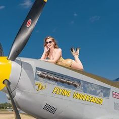 """Gun Site Sally"" Grease Monkey Garage, Military Pins, Military Art, Air Space, Nose Art, Aviation Art, Retro Pin Up, Pin Up Photography, Pin Up Art"