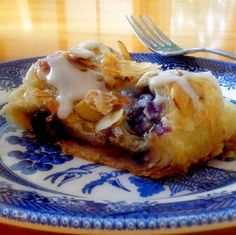 One Perfect Bite: Simply Scrumptious Blueberry and Almond Cheese Puff - this is an incredible dessert. Brunch Recipes, Breakfast Recipes, Dessert Recipes, Quiches, Just Desserts, Delicious Desserts, Puff Pastry Recipes, Sweet Pastries, Breakfast Dessert
