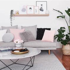 smashes it out of the park again with this beautifully styled room in our all time favourite palette. Sala de estar estilo escandinavo cinza e rosa Home Living Room, Apartment Living, Living Room Decor, Living Spaces, Small Living, Living Room Shelving, Blush Living Room, Pastel Living Room, Scandi Living Room