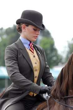 These present-day and good-looking Equestrian Fashion for Women is appropriate f… These present-day and good-looking Equestrian Fashion for Women is appropriate for riding horses! - Art Of Equitation Equestrian Chic, Equestrian Girls, Equestrian Outfits, Equestrian Fashion, Horse Riding Clothes, Riding Horses, Riding Habit, Look Dark, Country Fashion