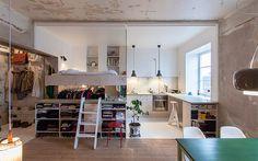 狭い空間を最大利用した、ロフトベッド付アパートのリノベーション in スウェーデン