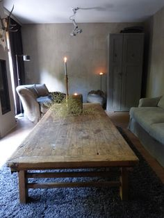 Eenvoud & Simplicity: love this rustic table. Interior Design Living Room, Living Room Designs, Old Tables, Edwardian House, Welcome To My House, Rustic Table, Rustic Design, Beautiful Interiors, Home Living Room