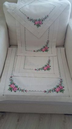 This Pin was discovered by Neş Cross Stitch Embroidery, Hand Embroidery, Embroidery On Clothes, Ukrainian Art, Flower Coloring Pages, Ribbon Art, Learn To Sew, Table Covers, Baby Knitting Patterns
