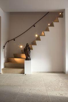 Het Atelier - Interieur (Hooglede, West-Vlaanderen) | project: Hillewaere Interior Desing, Studio Interior, Interior Staircase, Staircase Design, Wood Stairs, House Stairs, Shack House, Hallway Inspiration, Stair Landing