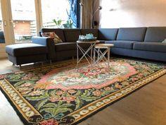 Vintage kilim from moldava fits nice in this interior  Mooie rozenkelim met zachte kleuren past mooi in het interieur.