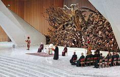 Ein Moralisches Armutszeugnis für die katholische Kirche:Frommen Christen mag der angehäufte Reichtum des Vatikans wie die wunderbare Brotvermehrung aus der Bibel vorkommen, welche als eines der W…