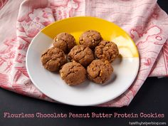 Flourless Chocolate Peanut Butter Protein Cookies #glutenfree #grainfree #sugarfree http://ooh.li/c209bc4