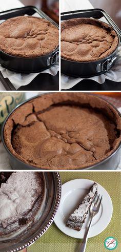 With only 4 ingredients, this #GlutenFree Chocolate Cake is the perfect dessert: easy to prepare and full of chocolate goodness. Con solo 4 ingredientes, este Pastel de Chocolate #LibreDeGluten es el postre perfecto: Fácil de preparar y lleno de chocolate!