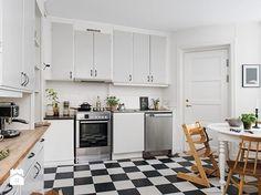 Jak urządzić kuchnię w stylu skandynawskim? 10 pomysłów projektantów wnętrz - Homebook.pl