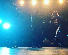 Gestern einen Wahnsinns-Auftritt gehabt mit der Human-Beatbox @darobeat in Prien. Seine fetten Beats und Mundakrobatik setzt er gekonnt und geschmackvoll in Kombination mit unserer Musik ein und ist einfach ein feiner Mensch mit dem wir gerne die Bühne teilen! Hoffentlich bald wieder :) . . . #twiolinsontour #beatbox #beatboxing #crossover #zeitklänge #robeat #humanbeatbox #musicianslife #musiciansofinstagram #classicalmusician #classicalmusic #stagelight #beatboxer #prienamchiemsee…