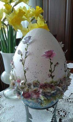 Easter Egg Crafts, Easter Eggs, Spring Crafts, Holiday Crafts, Chocolates, Faberge Eier, Egg Art, Egg Decorating, Vintage Easter