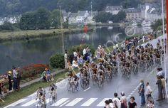 Tour de France 1982. Le peloton de passage à Châteaulin.