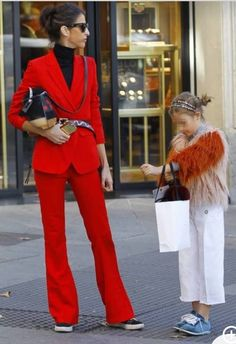 Lady in red. Sport Fashion, Fashion Outfits, Womens Fashion, Casual Chic, Friends Fashion, Celebrity Look, Sport Outfits, Lady In Red, Autumn Winter Fashion