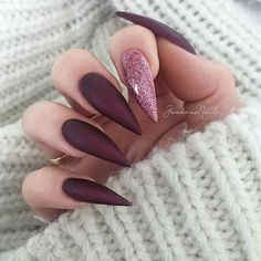 Nails stiletto 23 Chic Burgundy Nails You'll Fall in Love With Burgundy Stiletto Nails with a Pop of Glitter Trendy Nails, Cute Nails, My Nails, Glitter Nails, Coffin Nails Long, Long Nails, Beautiful Nail Art, Gorgeous Nails, Nails Kylie Jenner