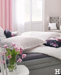 Im #Bett liegen, ist immer eine Lösung. Und das Gefühl, in einer neuen und frisch bezogenen #Bettwäsche zu sitzen, ist doch unbezahlbar. Oder? #meinhöffi  #höffner #hoeffner #wohnen #möbel #wohnraum #wohndesign #wohnidee #schlafzimmer Danish Modern, Home Interior, Hygge, Bed, Furniture, Home Decor, Instagram, Leather Furniture, Apartment Interior