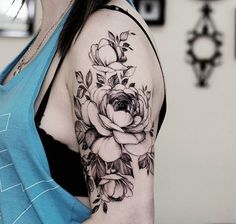 Gorgeous flower tattoo on shoulder.                                                                                                                                                                                 Mais