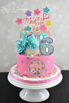 Jojo Siwa was Madison birthday theme. Jojo Siwa Birthday Cake, 6th Birthday Girls, 7th Birthday Party Ideas, 6th Birthday Cakes, Birthday Bash, Happy Birthday, Kids Birthday Themes, Bolo Panda, Bow Cakes