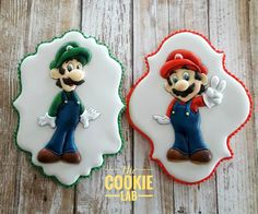The Cookie Lab by Marta Torres Coloured Royal Icing Decorated Cookies Super Mario cookies. Galletas Cookies, Fun Cookies, Sugar Cookies, Royal Icing Decorated Cookies, Fondant, Cookie Flavors, E Mc2, Cookie Icing, Mario And Luigi