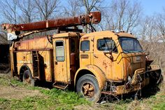 I think this old C.O.E. utility truck might be an old 1940s International(not too sure)?
