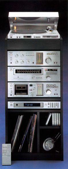 Sony Studio 7080. Sistema conformado por Sony PS-636 (Giradiscos), Sony ST-636 (Sintonizador AM/FM), Sony TA-636 (Amplificador Integrado), Sony TC-U60 (Magnetófono para cartuchos Compact Cassette) y Sony PT-79R (Timer)