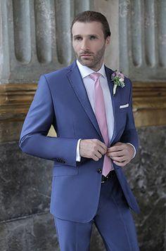 Lookbook Ślubny 2016 garnitury na ślub Giacomo Conti - niebieski garnitur ślubny Pan Młody, biała koszula, różowy krawat - sprawdź galerię męskich stylizacji Pana Młodego