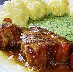 """Medzi obľúbené jedlá """"českých hospůdek"""" neodmysliteľne patrí moravský vrabec. Je to do mäkka upečené bravčové mäso, ktoré je charakteristické svojim hnedým zafarbením. Názov tohto jedla len ťažko preložíte do iných jazykov, ako to už u krajových špecialít býva. Zato chuť moravského vrabca je nezameniteľná. No Salt Recipes, Pork Recipes, Mexican Food Recipes, Cooking Recipes, Recipies, Slovak Recipes, Czech Recipes, Pub Food, Food 52"""