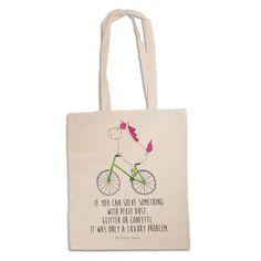 Tragetasche Unicorn Radfahrer aus Baumwolle Natur - Das Original von Mr. & Mrs. Panda. Diese wunderschöne weiße Tragetasche von Mr. & Mrs. Panda im Jutebeutel Style ist wirklich etwas ganz Besonderes. Mit unseren Motiven und Sprüchen kannst du auf eine ganz besondere Art und Weise dein Lebensgefühl ausdrücken. Über unser Motiv Unicorn Radfahrer Das Radfahrer-Einhorn zeigt, dass die Welt doch gar nicht so schlecht ist. Die meisten Probleme lösen sich zum Glück in Glitzer und Feenstaub auf…