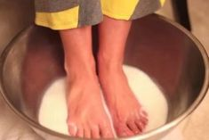How To Make An Awesome Foot Softener Using Two Ingredients In Your Kitchen My Stomach Hurts, It Hurts, Baby Dolphins, Dancing Baby, Tough Day, Healthy Beauty, Perfume, Perfect Body, Tricks